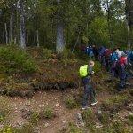 Opp-gjennom-bratt-skog