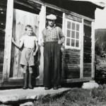 12 Johan T. og faren Olav Hals ved seterskjelet