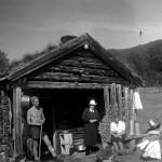 16 fotograf Olav Yderstad. dama er Dea Yderstad foto 1947 På ein bjelke står det 1868