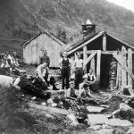 10 Konfirmantar 1939 på tur til Utigardssetra Kvennset. Prest Stoltenberg
