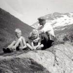 35 Inge Arvid og Reidun Helene Husby, er det Peder Bruvolla bak
