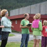 Frå venstre; Astrid, Ragna, Frode, Tove og Lena venter ved målgang. Foto: Marte Talgø