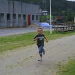 Kevin i innspurten på 400 meter. Foto: Marte Talgø