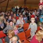 Lavvoen var fullsatt, og i tillegg var det mange som måtte nøye seg med ståplass. Foto: Jon Olav Ørsal