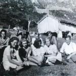 37 konfirmantane på tur til Øyåsetra i Romådalen 1946
