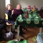 Lan - Ylva og Maria klar for frukost.