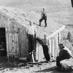 11 Ved Markaløa 1942. Hallvard, Ola K,Kristoffer og Ildri Nordvik. På taket Harald Nordvik
