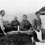 17 NysetraSvinvik,IldriHNordvik,GjertrudNordvik,MaliSvinvik,AneSvinvik,JohanneSvinvik