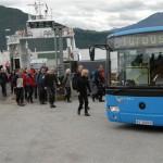 Andre busslast kjem frå Leikvoll for å bli med bussen til Todalen. Foto: Jon Olav Ørsal