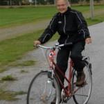Sigrun Ørsal startar turen på sykkel. Foto: Jon Olav Ørsal