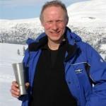 Kristian Gjeldes med Kjerringdilten-pokal. Foto: Jon Olav Ørsal