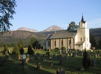 Todalen Kyrkje og Kyrkjegarden. Foto: Jon Olav Ørsal