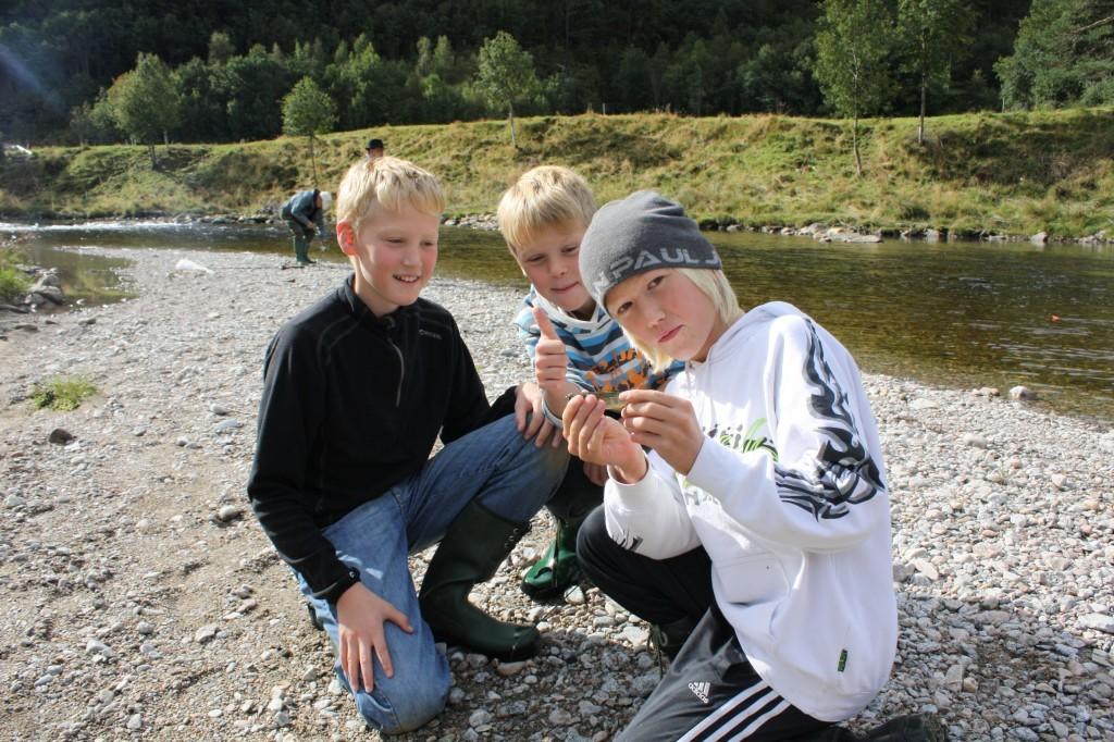 På  fisketur  i  skuletida