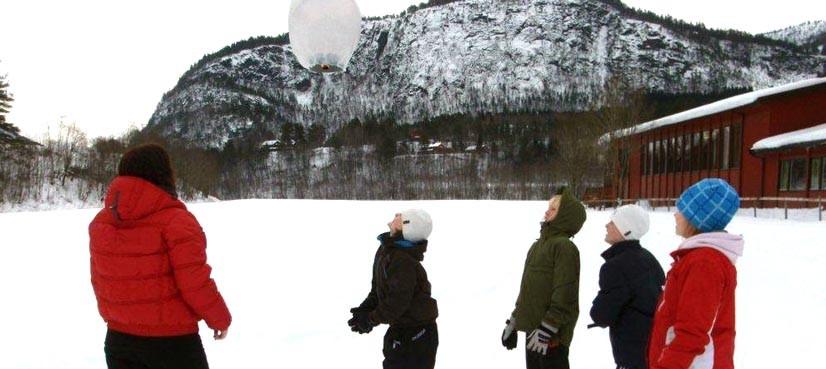 Ballongferd  på  skuleplassen