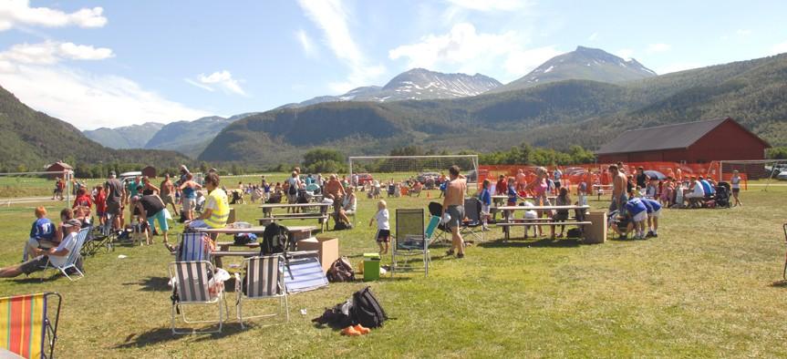Bordholmen var full av liv , der over 400 smårollinger samlast til Todalscupen.  Arkivfoto: Jon Olav Ørsal