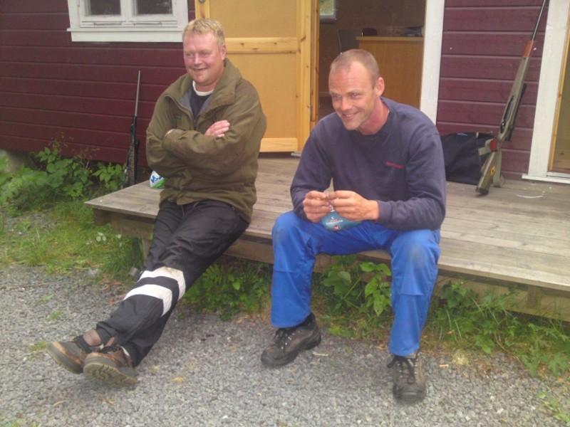 Ståle og Bjørn ved sekretærbua.