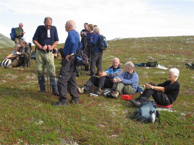 Sosial pause ved Vardan. Frå Trollheimsmarsjen 2008.  Arkivfoto: Jon Olav Ørsal