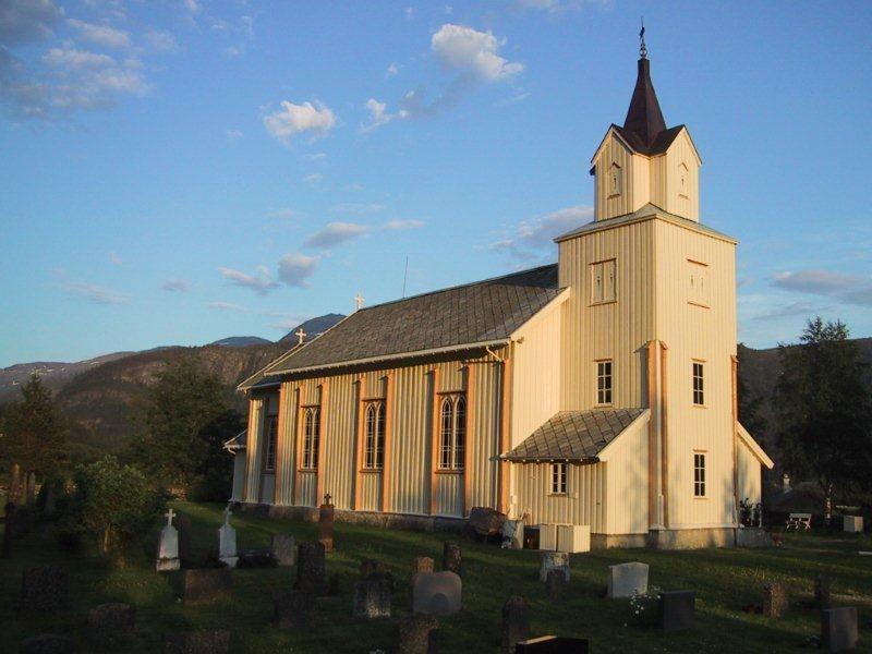 Mot  haust  i  kyrkja