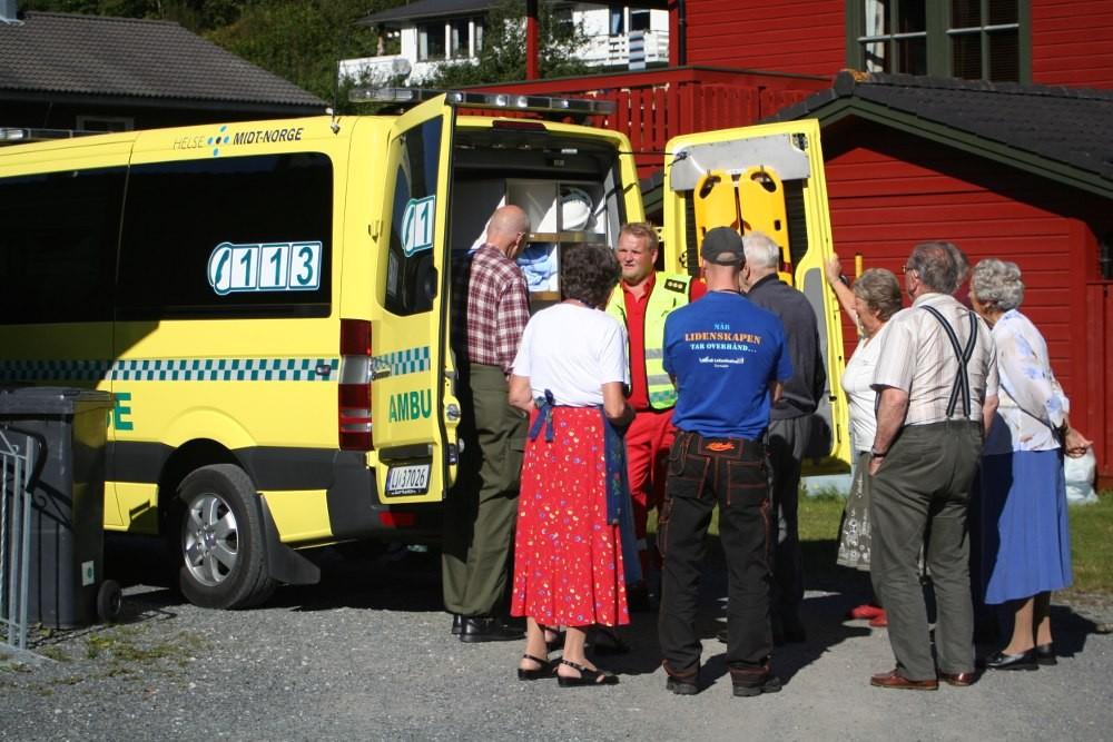 Eldremiddag  med  ambulansebesøk