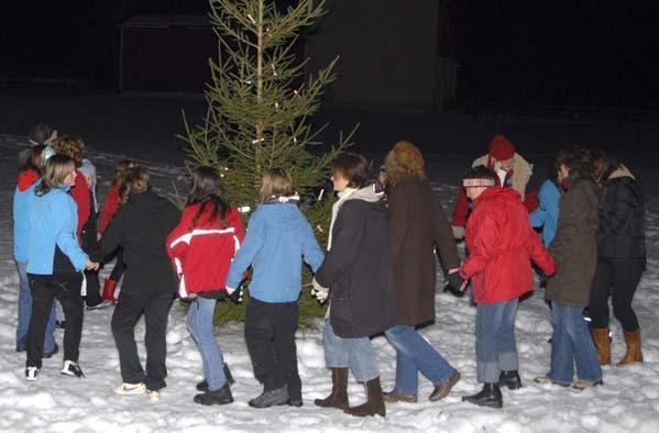 Julegrantenninga utsett til måndag