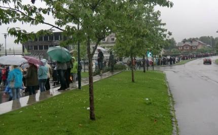 Langt tog i Surnadal til støtte for berørte etter hendelsene i Oslo og på Utøya.
