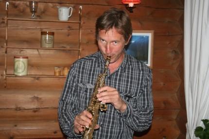 Morten Halle framførte Juleverseet på saksofon.
