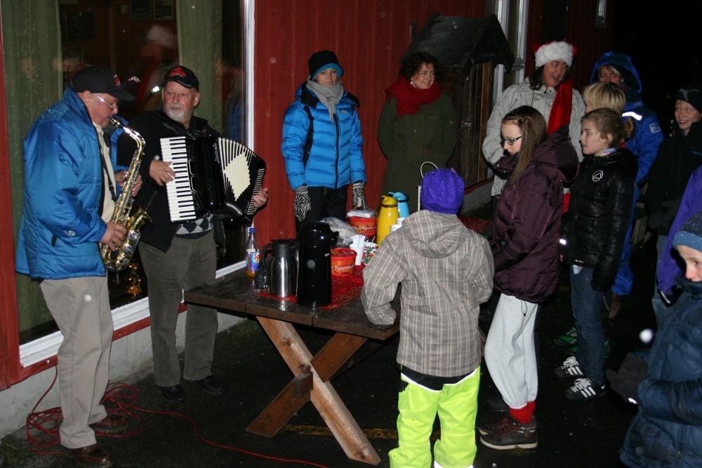 Julegrantenning og nissebesøk