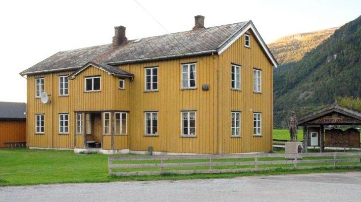 «Skulstuå  i  Todalen»  har  overteke  Gammelskulen