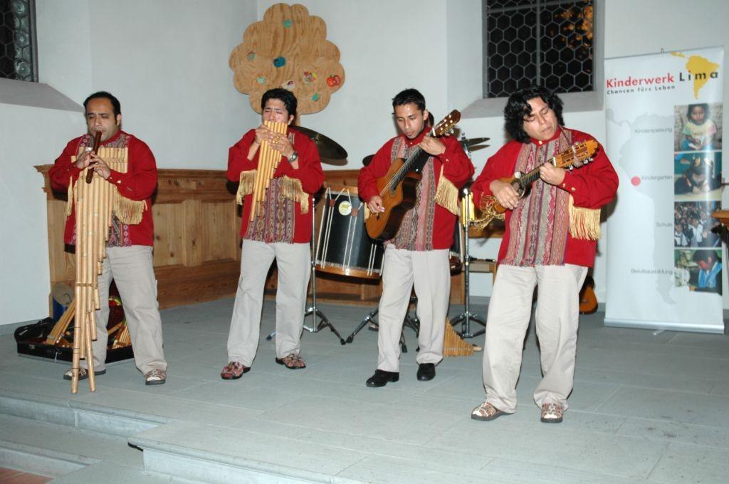 Kveldsgudsteneste med latinamerikanske rytmer og lovsong