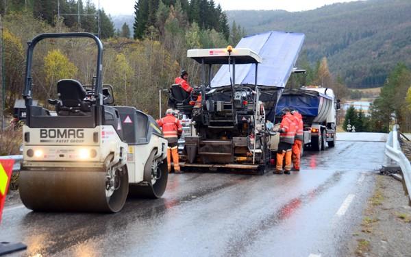Asfaltering - illustrasjonsfoto frå 2012: Jon Olav Ørsal
