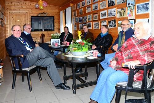 Arkivbilete frå Kaffekroken i 2012. Frå venstre Terje Nordvik, Odd Skrøvset, Solvår Øyen, Gjertrud Skrøvseth, Marit S. Søyset, Johan Hals og Lovise Jørgensen.