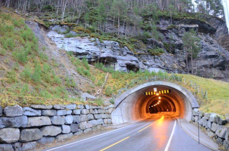 Tunnelen  delvis  stengt