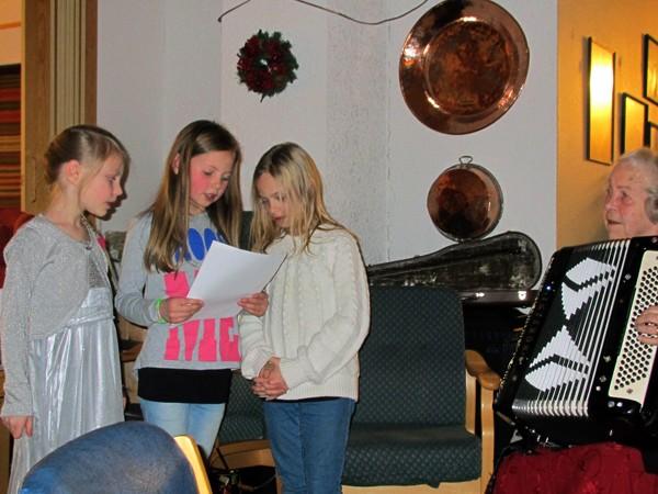 Adventtreff  på  Stangvik  aldersheim