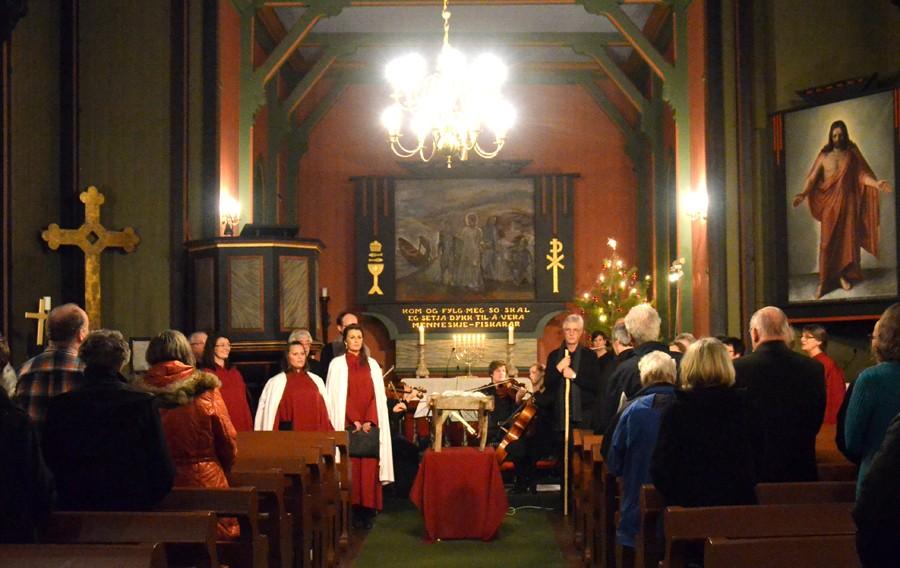 Stemningsfull  songstund  i  kyrkja
