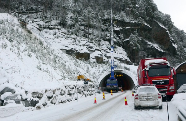 Tunnelen fortsatt delvis stengt