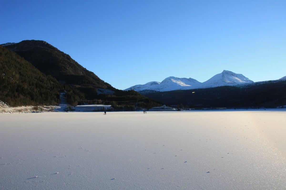 Stor utfartsdag på isen