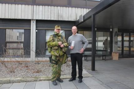Områdesjef Stig Cato Magnussen saman med ordførar Mons Otnes.