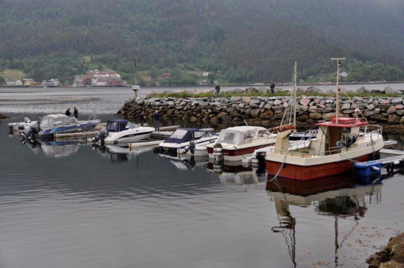 Nye  fortøyninger  på  plass  i  båthavna