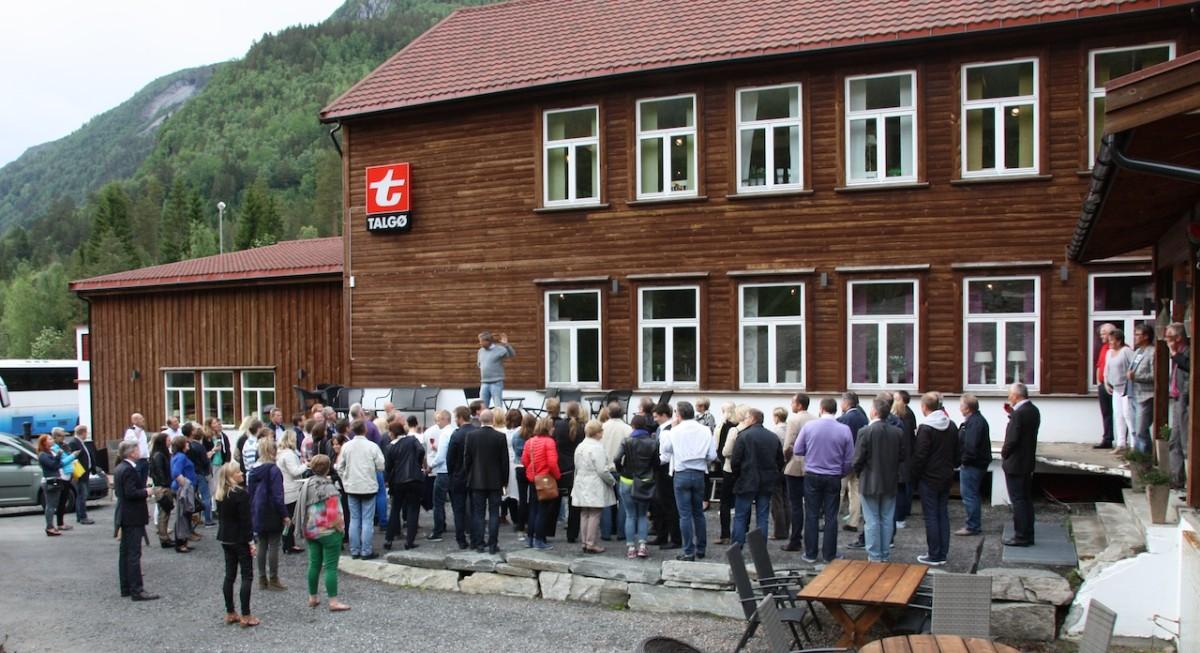 100 imponerte Amfi-ansatte i Todalen!