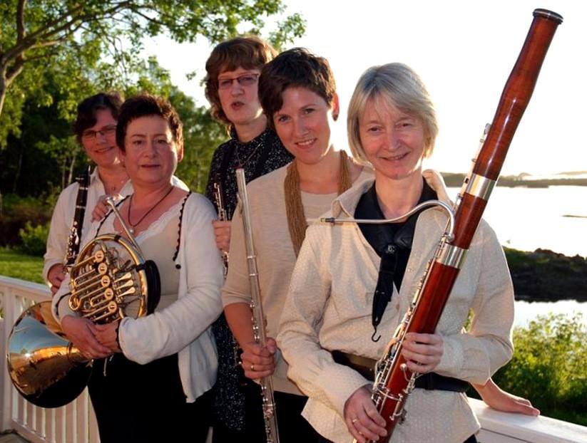 Søndag: Seks kvinner med Henning-tonar!