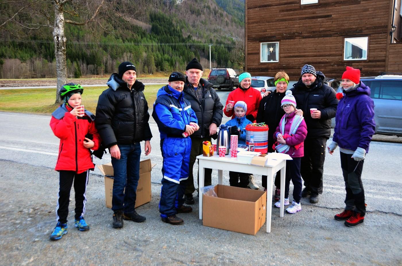 Frå startpunktet på Sandstad - godt med varm gløgg i den kalde vinden.  Foto: Driva/Jon Olav Ørsal