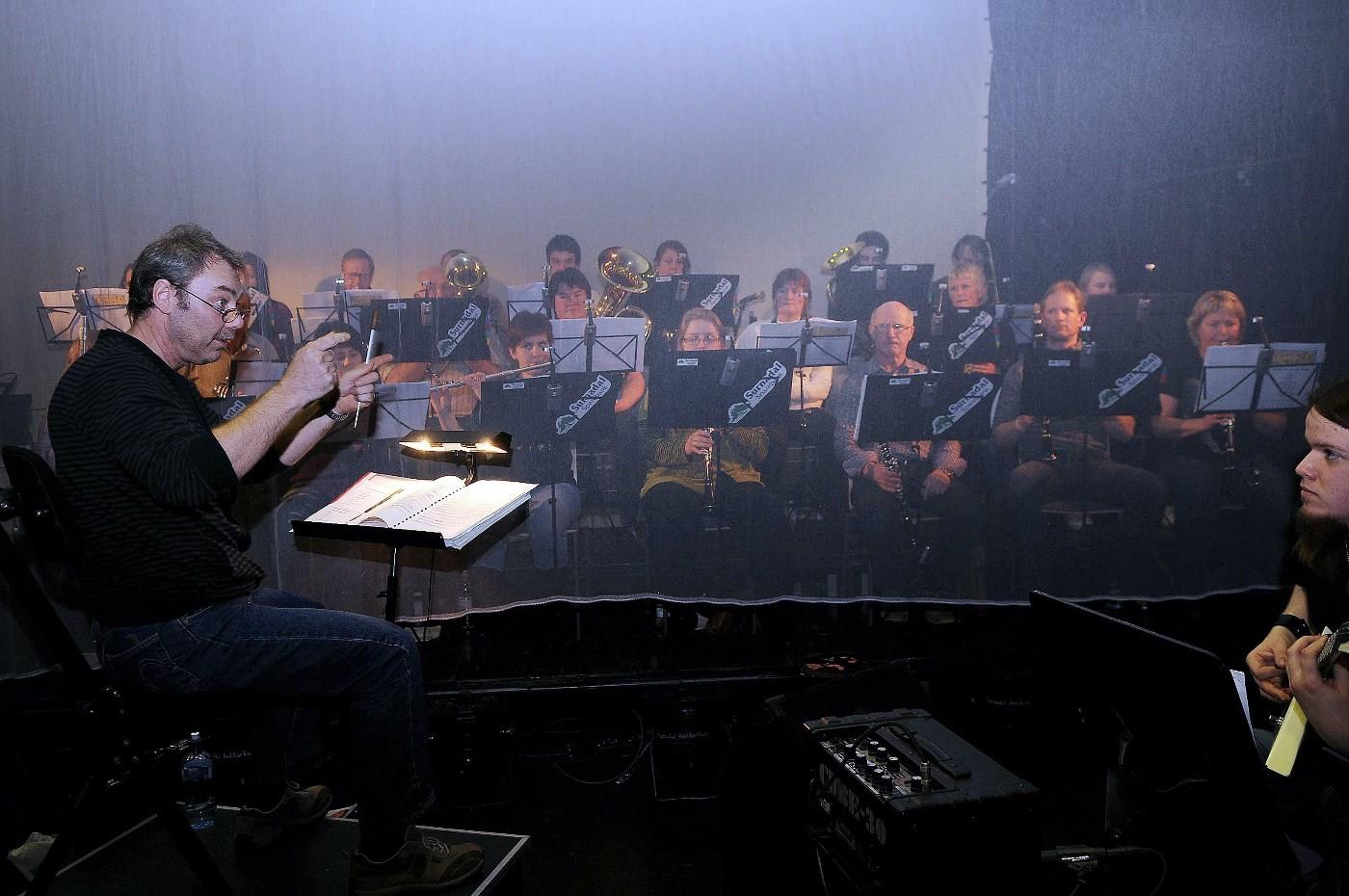 Einar Sødergren er dirigent for Surnadal Hornmusikk.  Foto: THS