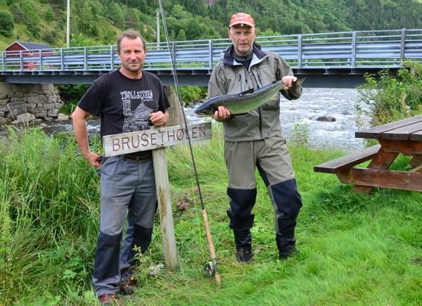 Ola Bruset og Svein Gustad i Brusethølen.  Arkivfoto: Jon Olav Ørsal