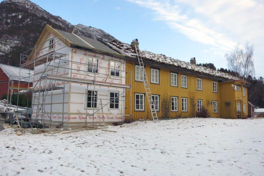 Nytt tilbygg i Steinarstua er snart ferdig utvendig.  Foto: Jon Olav Ørsal