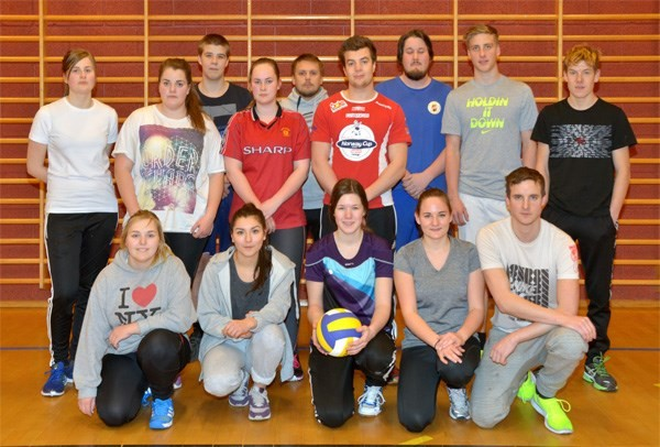 Full aktivitet med volleyball i gymsalen.  Foto: Jon Olav Ørsal