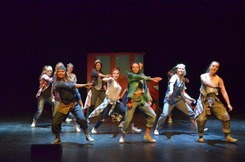 Russeexpressen viste mykje flott dans....  Foto: Jon Olav Ørsal