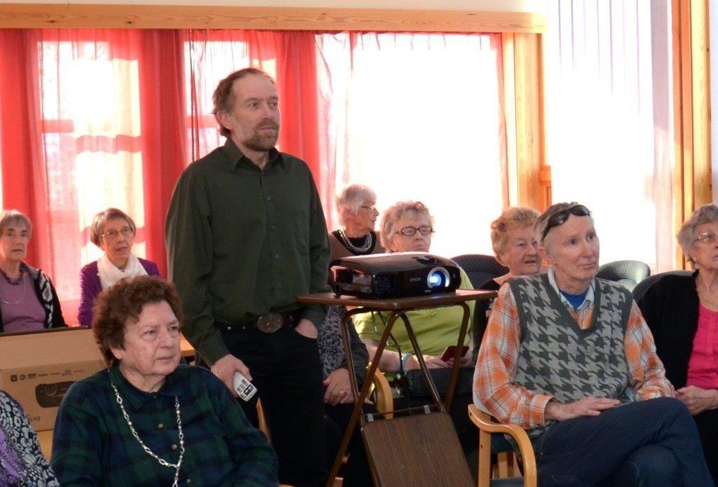 Nils Olav Talgøy tok pensjonistane med på tur med Hurtigruten.  Foto: Jon Olav Ørsal