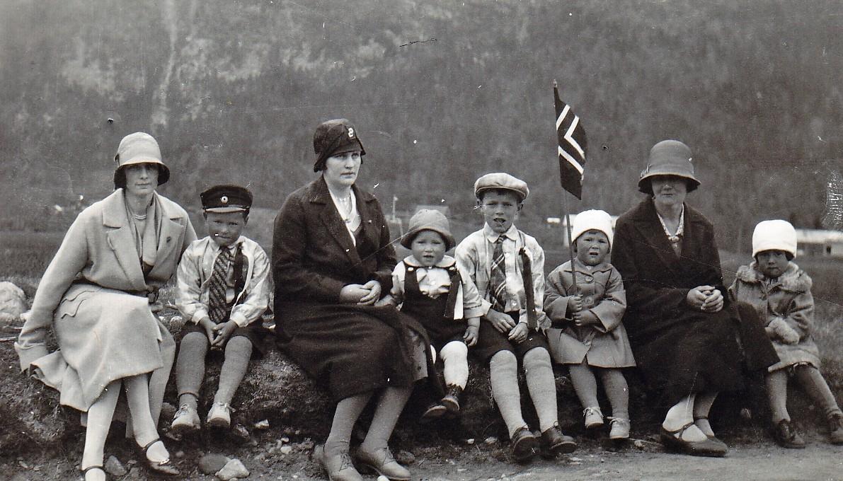 Ragna Nordvik,Kåre Bruset,Erna Bruset,Ragnar Bruset,Anders Bruset,Margit A.Bruset,Borghild Bruset og Dagny Ingeborg Bruset