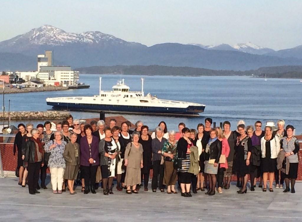 59 sanitetskvinner frå heile Møre og Romsdal var samla til NKS 71. årsmøte i Molde i helga.  Foto