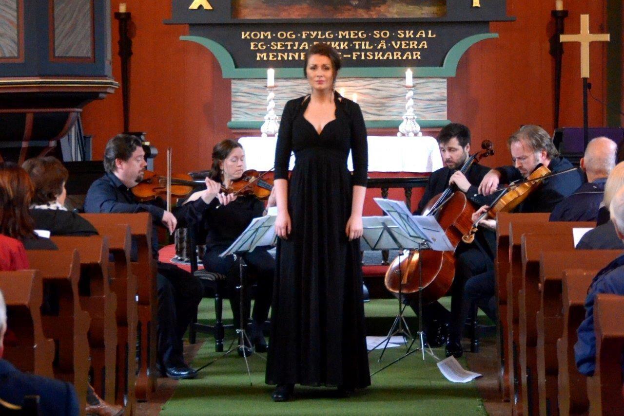 Kristiansund Festivalkvartett med Sigrid V. Bøe som solist.  Foto: Jon Olav Ørsal